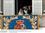 El principe Felipe de Borbon y Letizia Ortiz saludando desde el balcon del Palacio Real despues de su boda. Madrid, España, 22/05/04..Prince  Felipe of Borbon and Letizia Ortiz greeting from Royal Palace balcony after their wedding. Madrid, Spain, 05/22/04.