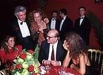 """BETTINO CRAXI CON MATILDE BERNABEI E RAFFAELLA CURIEL<br /> MOSTRA """"L'ATELIER DELLE ILLUSIONI"""" DI VALENTINO GARAVANI - CASTELLO SFORZESCO  MILANO 1985"""
