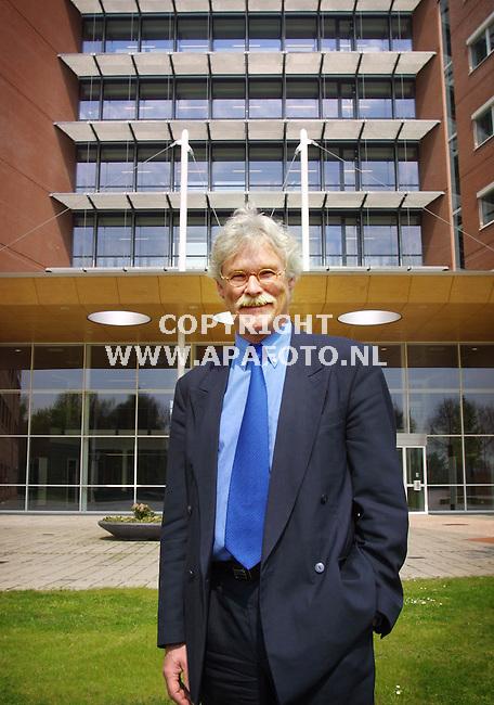 Wageningen , 030501  foto: Koos Groenewold / APA Foto<br />Dhr Schildkamp , directeur Amicon verzekeringen.<br />Bestemd voor de financiele pagina