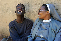 ZAMBIA copperbelt, town Ndola, township Nkwazig, HIV orphan David who is mentally ill, visited by catholic nun / SAMBIA Ndola im Copperbelt, township Nkwazig, katholische Kirche betreibt ein Counselling Center fuer Aids Waisen und -kranke, Schwester Pascalena besucht eine Familie mit Aids Waisen, Junge David der psychisch krank ist
