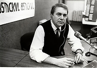 EXCLUSIF -<br />  Claude Poirier,<br /> dans les studios de CKVL radio,<br />  16 Janvier  1988