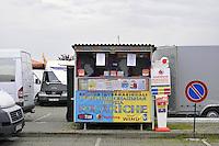 - Milano, Cascina Gobba, punto di incontro, arrivo, partenza e scambio per gli immigrati da Ukraina, Moldavia e Romania<br /> <br /> - Milan, Cascina Gobba, meeting point, arrival, departure, and exchanges for immigrants from Ukraine, Moldova and Romania