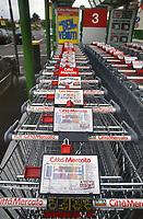 - Città Mercato di Nerviano (MI), parcheggio dei carrelli<br /> <br />  - Città Mercato di Nerviano (MI), parking of shopping carts