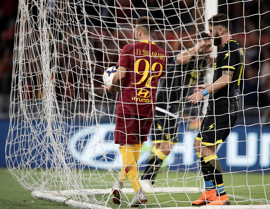 Football, Serie A: AS Roma - Frosinone, Olympic stadium, Rome, 26 September 2018. <br /> Roma's Stephan El Shaarawy takes the ball in the nest after scoring during the Italian Serie A football match between AS Roma and Frosinone at Olympic stadium in Rome, on September 26, 2018.<br /> UPDATE IMAGES PRESS/Isabella Bonotto