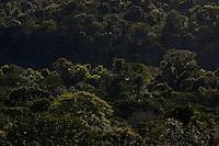 O rio Oiapoque È um rio do Brasil e Guiana Francesa, que no Brasil banha o estado do Amap·. Em seu trajeto, È tambÈm chamado de Oyapock, Iapoco, Iapoc. Entre os sÈculos XVI e XVIII, foi chamado ainda de rio de Vicente PinzÛn, em homenagem a Vicente Y·Òez PinzÛn, navegador espanhol que teria descoberto a sua foz.<br /> <br /> Nasce na Serra Tumucumaque (ou Tumuc-Humac) e vai desaguar no Oceano Atl'ntico, percorrendo cerca de 350 km. Ao longo do seu percurso, delimita a fronteira entre o Brasil e a Guiana Francesa.<br /> <br /> Oiapoque, Amap·, Brasil<br /> Foto Paulo Santos<br /> 09/05/2012