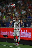 Saque de bada de Paul Aguilar de Mexico    ,durante partido entre las selecciones de Mexico y Guatemala  de la Copa Oro CONCACAF 2015. Estadio de la Universidad de Arizona.<br /> Phoenix Arizona a 12 de Julio 2015.