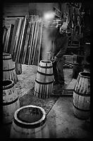 """Europe/France/Normandie/Basse-Normandie/14/Calvados/Saint-Désir-de-Lisieux: Valéry Desfrieches (tonnelier) lors de la chauffe des """"Barilongs"""" où vieillissent les calvas artisanaux [Non destiné à un usage publicitaire - Not intended for an advertising use]"""