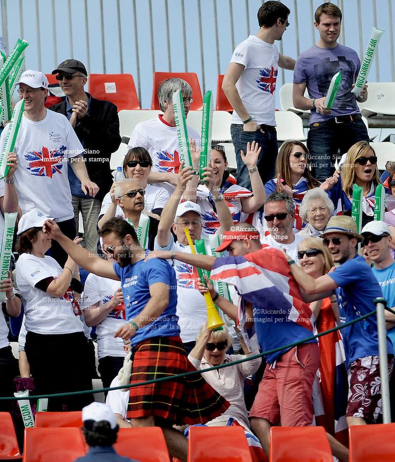 - NAPOLI 5 APR -   Seconda  giornata della sfida di Coppa Davis tra Italia e Gran Bretagna, nella foto   il doppio tra  Paolo Lorenzi/Simone Bonelli contro Daniel Evans/Colin Fleming tifosi scozzesi