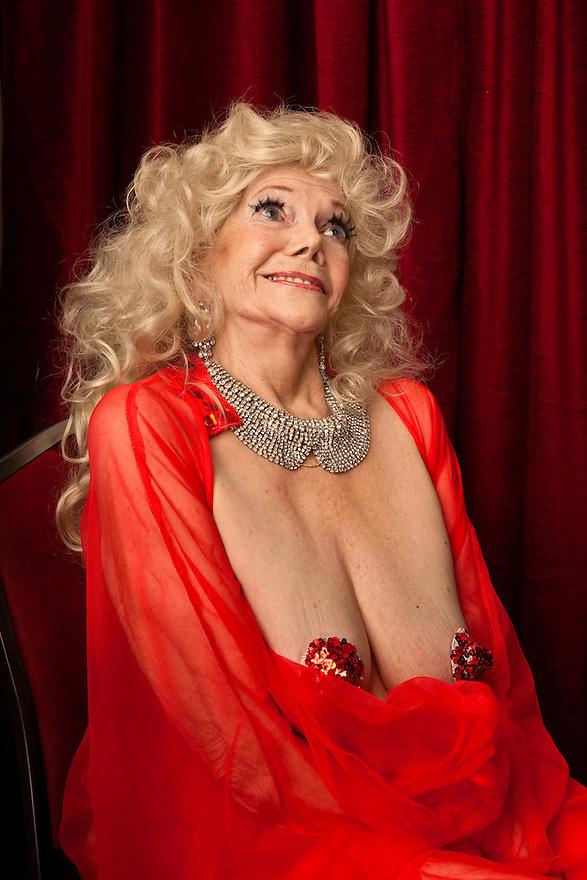 Burlesque Dancer Ellion Ness at Burlesque Hall of Fame Exotic World - Titans of Tease Burlesque Reunion Showcase