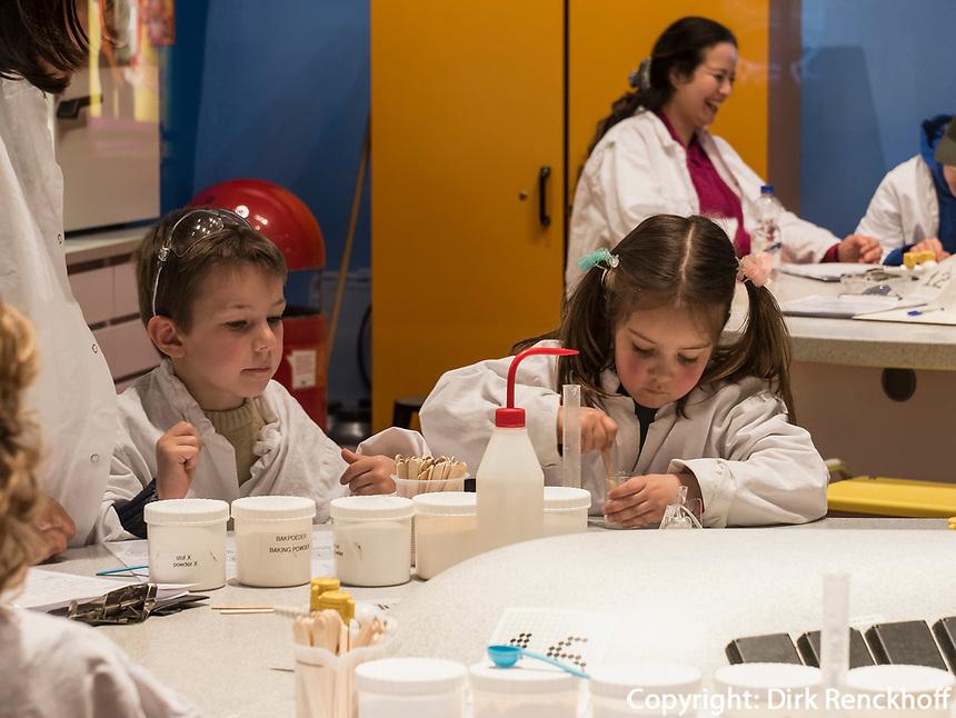Kindermuseum NEMO Science Center, Amsterdam, Provinz Nordholland, Niederlande<br /> children's museum NEMO science center, Amsterdam, Province North Holland, Netherlands