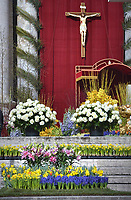 ;Floral decorations  Vatican.Pope Francis During the Easter Mass  in St. Peter's Square, at the Vatican.  1 April 2018