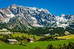 Oesterreich, Salzburger Land, Pinzgau, Bauernhoefe bei Dienten vorm Hochkoenig (2.941 m) | Austria, Salzburger Land, Pinzgau, farmhouses near Dienten with Hochkoenig mountains