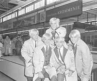 Le groupe LES TETES BLANCHES arrivent en Hollande, 13 Octobre 1964<br /> <br /> Arrival of  singing group Les Tetes Blanches at Schiphol, they come from Quebec (Canada)<br /> Date October 13, 1964<br /> Location North Holland, Schiphol<br /> <br /> Photographer Bilsen, Joop from / Anefo