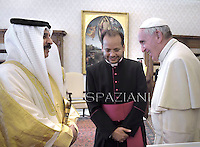 Pope Francis during a meeting with  King of Bahrein, Isa Al Khalifa , during a private audience at the Vatican on May 19, 2014.