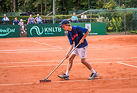 The Hague, Netherlands, 09 June, 2018, Tennis, Play-Offs Competition, ballboy sweeping lines<br /> Photo: Henk Koster/tennisimages.com