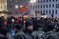 """Etwa 200 Anhaenger des Berliner Ablegers rechten Pegida-Bewegung, Baergida, versammelten sich am Montag den 12. Januar 2015 in Berlin vor dem Brandenburger Tor zu einer Demonstration gegen eine angebliche Islamisierung Deutschlands.<br /> Unter den Anhaengern von Baergida waren viele bekannte militante Neonazis, der NPD und Hooligans sowie Mitglieder der Rechtsparteien AfD und Pro Deutschland und der rechtsradikalen German Defense League. Teilnehmer der Veranstaltung bruellten wiederholt """"Wir sind das Volk"""" und """"Luegenpresse, auf die Fresse"""" und hielten Schilder mit der Aufschrift """"Je suis Charlie"""".<br /> Im Bild: Die Fahne der Neonaziorganisation German Defense League und ein Schild """"Je suis Charlie"""".<br /> 12.1.2015, Berlin<br /> Copyright: Christian-Ditsch.de<br /> [Inhaltsveraendernde Manipulation des Fotos nur nach ausdruecklicher Genehmigung des Fotografen. Vereinbarungen ueber Abtretung von Persoenlichkeitsrechten/Model Release der abgebildeten Person/Personen liegen nicht vor. NO MODEL RELEASE! Nur fuer Redaktionelle Zwecke. Don't publish without copyright Christian-Ditsch.de, Veroeffentlichung nur mit Fotografennennung, sowie gegen Honorar, MwSt. und Beleg. Konto: I N G - D i B a, IBAN DE58500105175400192269, BIC INGDDEFFXXX, Kontakt: post@christian-ditsch.de<br /> Bei der Bearbeitung der Dateiinformationen darf die Urheberkennzeichnung in den EXIF- und  IPTC-Daten nicht entfernt werden, diese sind in digitalen Medien nach §95c UrhG rechtlich geschuetzt. Der Urhebervermerk wird gemaess §13 UrhG verlangt.]"""