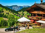 Oesterreich, Tirol, Wildschoenau: Hochtal in den Kitzbueheler Alpen bei Woergl, Ortsteil Oberau mit  Jausenstation Riedlhof, auch mit dem Auto erreichbar | Austria, Tyrol, Wildschoenau: high valley at Kithbuehel Alps, district Oberau with mountain inn 'Riedlhof'