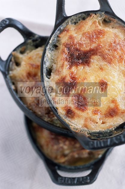 """Europe/France/Rhône-Alpes/74/Haute-Savoie/Morzine: Gratins Dauphinois d'Alexandre Baud-Pachon Chef du restaurant """"la Taverne"""" au Samoyède"""