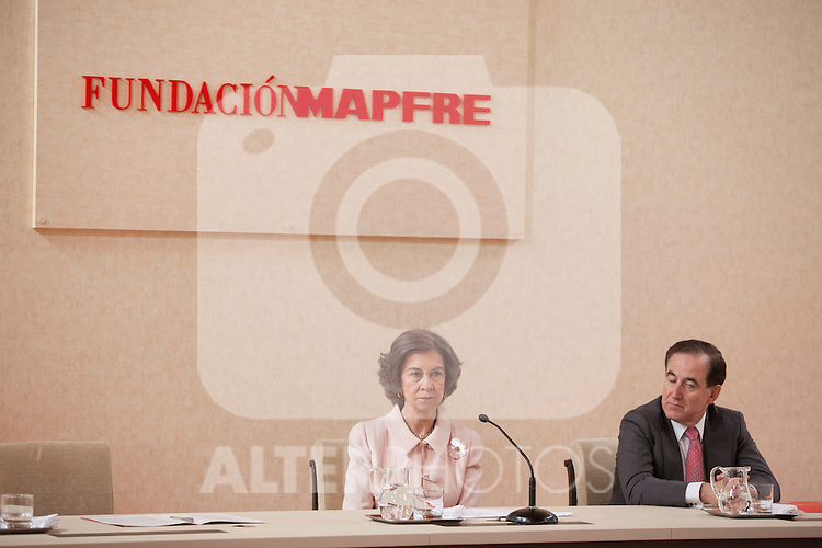 Queen Sofia of Spain (R) and Mapfre Foundation President Antonio Huertas during the Mapfre Foundation Social Awards ceremony at Mapfre Campus in Madrid, Spain. May 20, 2014. (ALTERPHOTOS/Victor Blanco)