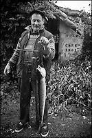 Europe/France/Aquitaine/40/Landes/Env de Sainte-Marie-de-Gosse: Retour de  la pêche avec Christian Betbeder, agriculteur et pêcheur professionnel sur l'Adour - En plus de ses vaches et kiwis il pêche depuis 35 ans le saumon et l'alose sur l'Adour // France, Landes, ste Marie de Gosse, Come back  fishing with Christian Betbeder farmer and commercial fisherman on the Adour, in addition to his cows and kiwis there for 35 years fishing for salmon and shad on Adour <br /> AUTO N: A12-3007