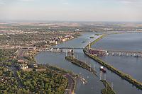Photo aerienne de la voie maritime du Saint -Laurent pres du Pont Champlain<br /> <br /> PHOTO : Denis Germain<br />  - Agence Quebec Presse<br /> <br /> <br /> <br /> <br /> <br /> PHOTO : Agence Quebec Presse