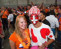 15-09-12, Netherlands, Amsterdam, Tennis, Daviscup Netherlands-Suisse, Afterparty, Suisse and Dutch fans join together