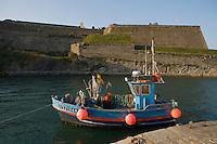 Europe/France/Bretagne/56/Morbihan/Belle-Ile/ Le Palais:  Bateau de Pêche et la Citadelle Vauban