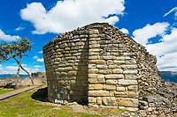 Steinerne Ruine in der Festung von Kuelap des Volk der Chachapoya, Provinz Luya, Region Amazonas, Peru, Südamerika