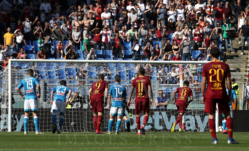 Football, Serie A: AS Roma - SSC Napoli, Olympic stadium, Rome, March 31, 2019. <br /> Roma's Diego Perotti is going to kick a penalty during the Italian Serie A football match between Roma and Napoli at Olympic stadium in Rome, on March 31, 2019.<br /> UPDATE IMAGES PRESS/Isabella Bonotto