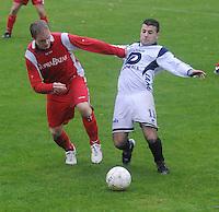 KVC Wingene - SV Moorsele..Yurgu Filiz (rechts) in duel met Simon Platteeuw (links)..foto VDB / BART VANDENBROUCKE