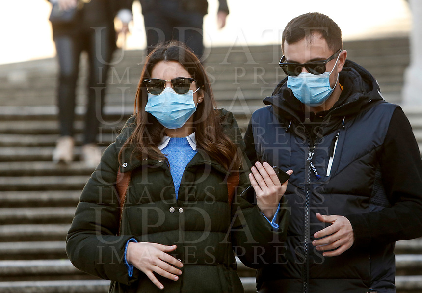 Tourists wear masks to protect themselves from the Covid-19 on the Spanish Steps in Rome, February 25, 2020.<br /> UPDATE IMAGES PRESS/Riccardo De Luca