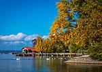 Deutschland, Bayern, Herbst im Chiemgau, bei Uebersee-Feldwies: kleine idyllische Bucht beim Chiemgauhof | Germany, Bavaria, Chiemgau, near Uebersee-Feldwies: autumn scene -  idyllic bay near hotel 'Chiemgauhof'