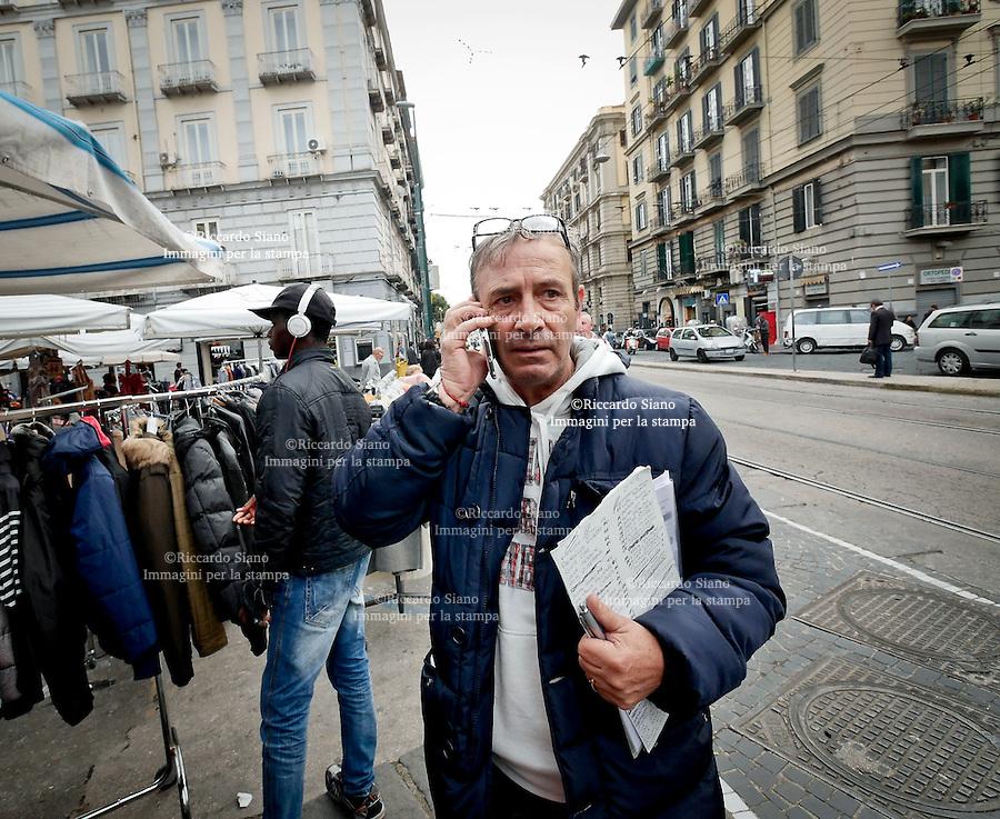 - NAPOLI 28 NOV 2014 -   mercato ambulanti piazza Umberto I. presidente ambulanti
