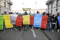 - Milano, manifestazione di protesta degli studenti contro i tagli ai finanziamenti per la cultura e la  scuola pubblica<br /> <br /> - Milan, students protest against cuts to funding of public schools and culture