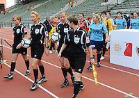 15 Mei 2010 Bekerfinale vrouwen : Sinaai Girls - RSC Anderlecht  : de scheidsrechters met Virginie Derouaux (rechts) ,  Claudine Brohet (midden) , Leen Martens en Anne Cheron (links).foto DAVID CATRY / Vrouwenteam.be