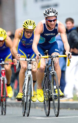 22 MAY 2011 - DUNKERQUE, FRA - Will Clarke (Lagardere Paris Racing) - men's round of the 2011 French Grand Prix triathlon series (PHOTO (C) NIGEL FARROW)