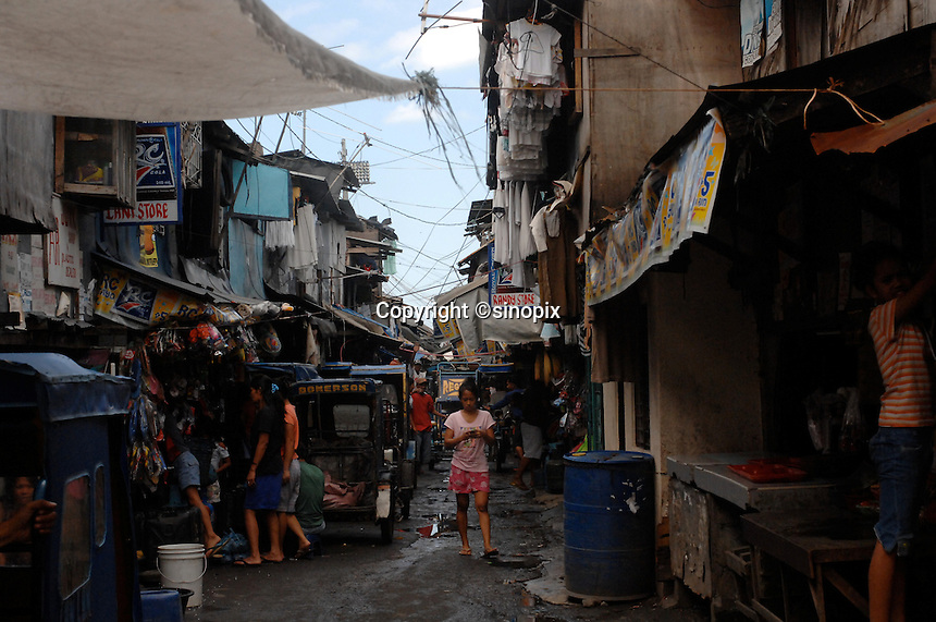 The Basico port area slum of Manila.  More than 300 have sold their kidneys in this slum of 16,000 people.<br /> <br /> PHOTO BY RICHARD JONES