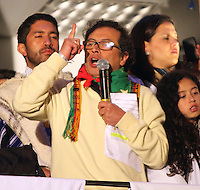 BOGOTÁ -COLOMBIA. 13-12-2013.  Gustavo Petro, Alcalde de Bogotá, Colombia,  destituido por la Procuraduría General de La Nación e inhabilitado por 15 años para ejercer puestos públicos habla a los miles  de manifestantes que  se congregaron en la Plaza de Bolívar frente al Palacio de Lévano para rechazar la decisión que deja a la capital de Colombia sin gobernante./ Gustavo Petro, mayor of Bogotá, Colombia, dismissed by the Attorney General of the Nation and banned for 15 years from holding public office greets thousands of protesters gathered in the Plaza Bolivar Palace Liévano against the decision to refuse leaves the capital of Colombia without ruling . Photo:  Photo: VizzorImage/ Felipe Caicedo / Staff