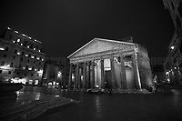 Pantheon, Piazza della Rotonda. <br />