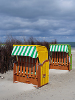 Strandkörbe am Nordstrand der Düne, Insel Helgoland, Schleswig-Holstein, Deutschland, Europa<br /> beach chairs at northern beach, dune, Helgoland island, district Pinneberg, Schleswig-Holstein, Germany, Europe