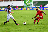 TUNJA-COLOMBIA, 04-10-2020: Juan Caicedo de Patriotas Boyaca y Leonardo Pico de Atletico Junior disputan el balón, durante partido de la fecha 11 entre Patriotas Boyaca y Atletico Junior, por la Liga BetPlay DIMAYOR 2020-I, jugado en el estadio La Independencia de la ciudad de Tunja. / Juan Caicedo of Patriotas Boyaca and Leonardo Pico of Atletico Junior figh for the ball, during a match of the 11h date between Patriotas Boyaca and Atletico Junior, for the BetPlay DIAMYOR Leguaje 2020-I played at the La Independencia stadium in Tunja city. / Photo: VizzorImage / Edward Leguizamon / Cont.