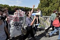 Scuola, studentesse e studenti al Miur contro il  Governo