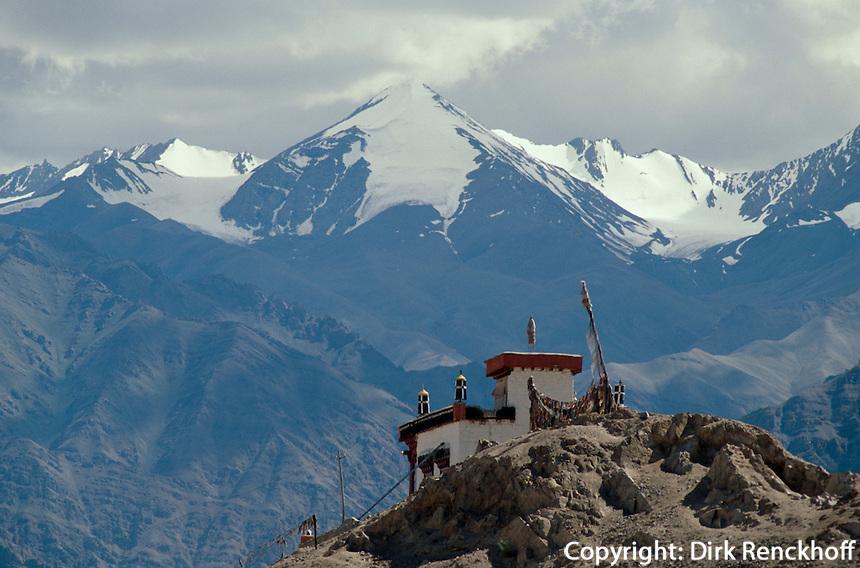 Leh: Kloster vor Zanskarbergen, Ladakh (Jammu+Kashmir), Indien