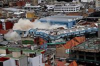 BOGOTA -COLOMBIA , 11- SEPTIEMBRE-2016. A las doce del día fueron implosionadas las torres a y b  de La Defensoria del Pueblo , 31 kilogramos de explosivos fueron utilizados en la demolición controlada para derribar estos viejos edificios y construir uno nuevo. /Photo: VizzorImage / Felipe Caicedo / Staff