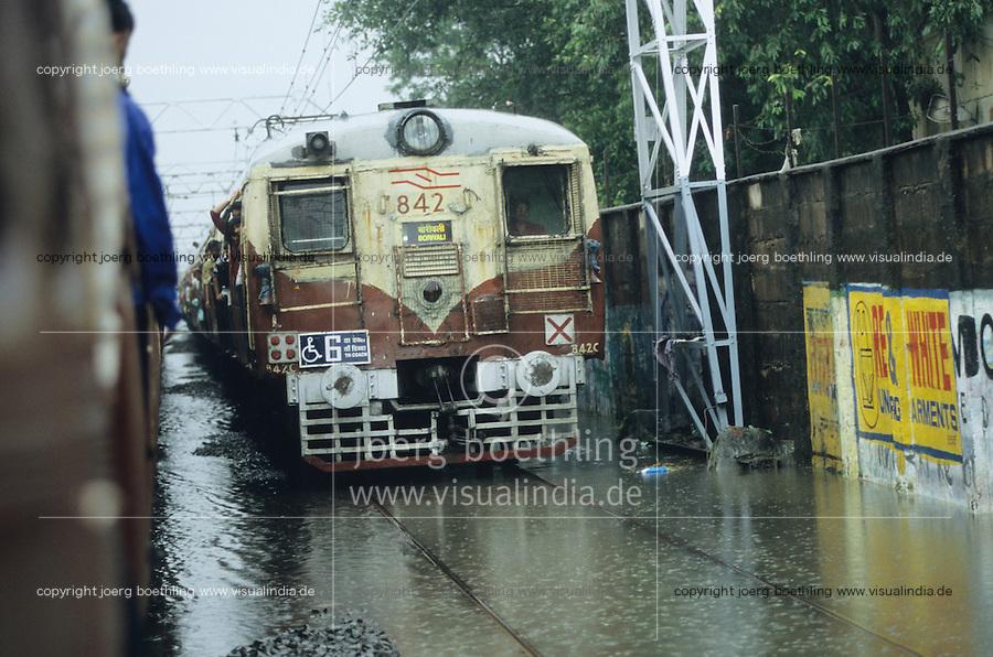 INDIA, Mumbai, Bombay, heavy monsoon rains flood the railway tracks / INDIEN, Mumbai, schwere Monsun Regen ueberfluten die Bahngleise