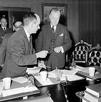 Rene Levesque et Jean Lesage<br /> ,entre le 24 et 31 décembre 1962<br /> <br /> Photographe : Photo Moderne<br /> - Agence Quebec Presse