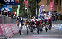 Tim Merlier (BEL/Alpecin-Fenix) wins the first bunch sprint of the 2021 Giro ahead of Giacomo Nizzolo (ITA/Qhubeka ASSOS) and Elia Viviani (ITA/Cofidis).<br /> <br /> 104th Giro d'Italia 2021 (2.UWT)<br /> Stage 2 from Stupinigi to Novara (179km)<br /> <br /> ©kramon