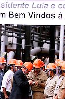 O presidente Luiz Inacio Lula da Silva cumprimenta operarios e da autografos durante visita para inauguracao da expansao da fabrica da Alunorte Alumina do Norte do Brasil SA uma das 5 maiores prdutoras de alumina do mundo. <br />Barcarena Para Brasil<br />04/04/2003<br />Foto Paulo santos/Interfoto