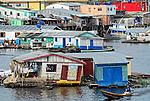 Casas flutuantes em Coari. Amazonas. 2007. Foto de Sergio Amaral..
