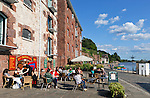 Great Britain, England, Devon, Exeter: The Quayside with cafes housed in former riverside warehouses | Grossbritannien, England, Devon, Exeter: Cafes in frueheren Lagerhaeusern an der Uferpromenade